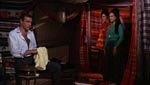 Bond tager imod de to sigøjnerpiger