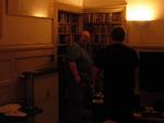 Morten og Planet Pulps Jacob Krogsøe kaster et blik på DVD-samlingen.