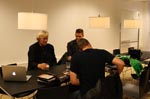Rutger interviewes. Til højre for manden sidder Sil van der Woerd - Hauers medinstruktør på kortfilmen 'Requiem 2019'