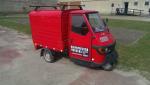 Krimimesse-tuktuk'en er man nødt til at holde af. Bemærk den ret Andeby'ske nummerplade.