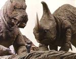 Store dinosaurlignende monstre kæmper internt.