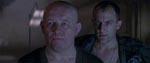 Lederen af fængslet, Andrews (Brian Glover), og hans dummernik af en assistent, Aaron (Ralph Brown).