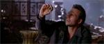 Carnby (Christian Slater) med et mystisk artefakt