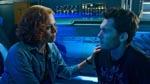 Videnskabskvinden bag Avatar-programmet, Grace Augustine (Sigourney Weaver), sammen med Jake foran den kapsel, Jake ligger i, når han skal uplinke til sin Avatar