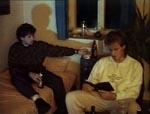 Thommy (Ittenbach) og hans ven sidder og kigger i en okkult bog