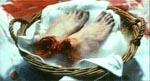 Et par afskårne fødder venter på at blive brugt...