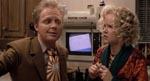 Fremtidsversionen af Marty og hans mor (Michael J. Fox og Lea Thompson).