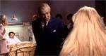 Filminstruktørlegenden John Huston prøver at bruge sin autoritet som hospitalsleder til at komme i bukserne på Candy
