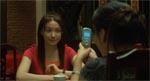 Kyoko fanges af mobilen.