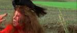 Den nysgerrige journalist Joan Hart (Elizabeth Shepherd) angribes af den sataniske ravn - kort tid efter lærer hun på den hårde måde, hvorfor man ikke skal gå midt på landevejen