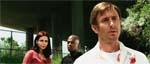 Michael (Jake Weber) i forgrunden, mens Luda (Inna Korobkina) og Andre (Mekhi Phifer) kigger på i baggrunden.