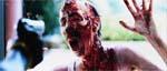 En zombie forsøger at komme ind i centret - i dette tilfælde uden held.