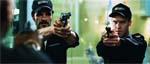 To af sikkerhedsvagterne i centret - CJ (Ty Burrell) til venstre og Bart (Michael Barry) til højre.