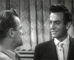 Den uendeligt skurkagtige Tony (Touch Connors) ser Jim an i filmens begyndelse