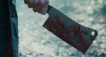 Morderen gør sig klar til arbejde i filmens prolog