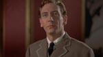 Jonathan Harker (John Van Eyssen) ser sig lidt bøvet omkring