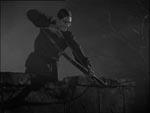 Tjeneren Sandor (Irving Pichel) bevæbnet med en bue.