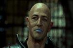 Hvem har valgt denne mands læbestift? Bruce Payne som Damodar