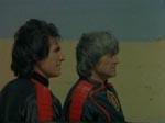 Ali (Aytekin Akkaya) og Murat efter deres landing på den fremmede planet.