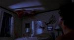 Tinas krop flyver rundt i soveværelset