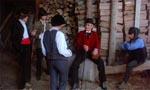 Røverbanden og vor hovedperson - den lapsede fyr med bowlerhatten og den røde jakke