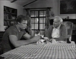Den gamle mand (Stuart Lancaster) og den evnesvage søn (Dennis Busch).
