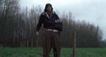 Døden rydder op #3. Filmens næstmest latterlige dødsfald. Denne uheldige unge mand bliver skåret over af et flyvende pigtrådshegn.