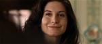 Elizabeth Mitchell som Johns mor Julia.
