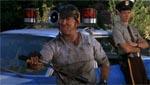 Junior (Ron Sloan), der virker en anelse halvbagt.
