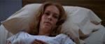 Laurie Strode (Jamie Lee Curtis) i sygesengen.