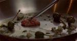 Gourmet-tid! Hjernemasse sauteret med oliven og løg - jeg tror ikke, man kan finde denne opskrift i 'Frøken Jensens Kogebog'.