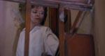 Iskolde og splittede Julia (Clare Higgins).