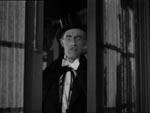 Dracula bruger sit hypnotiske blik (John Carradine).