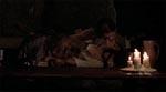 Lestat og Louis dræner en kvinde for blod i 1790'ernes New Orleans - bemærk det erotiske islæt.