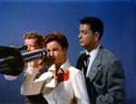 David (Jimmy Hunt), Dr. Blake (Helena Carter) og Dr. Kelston (Arthur Franz) i observatoriet