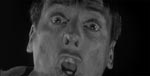 Nær filmens afslutning: i en scene, der er gået over i filmhistorien, løber en paranoid og manisk Miles ud på motorvejen og skriger 'They're here! You're next! YOU'RE NEXT!'
