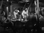 Ombord på raketten: Mændene spiser og kvinderne serverer.