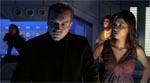 Professor Lowe (Jonathan Potts) og Rowan (Lexa Doig) er beklemte ved situationen