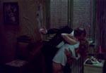 Hotelportieren (Otto Brandenburg) overfalder Justine - bemærk den tjekkede måde, hvorpå Brandenburg både håndterer smøg og dame