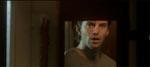 Lukas (Jon Lange) ser sig selv i spejlet hos Katrine