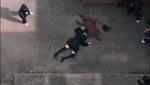 Keiko dør af et fald fra skolens tag...