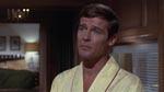 Rooger Moore har indtaget rollen som Bond