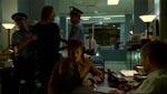 Fra en af seriens flashbacksekvenser. Boone er på en politistation i Sydney, og hvem kommer betjentene med bag ham? Sawyer, såmænd.