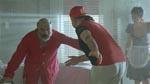 Dodòs far og den fjollede fysioterapeut i én af de fejlslagne komiske scener