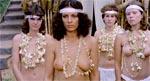 Traditionen tro byder filmen også på en del mere eller mindre umotiveret nøgenhed. Det er Sheilas søster, Diana (Paola Senatore) forrest.