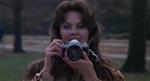 Frank får øje på den smukke modefotograf Anna