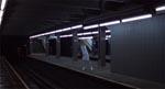 En sygeplejerske jages på en mennesketom undergrundsstation