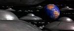 De Ray Harryhausen-inspirerede flyvende tallerkner nærmer sig planeten