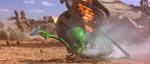 Marsboernes strålepistoler i aktion - her er det Michael J. Fox, der er reduceret til et grønt skelet!