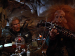 Man-at-Arms (Jon Cypher), Gwildor (Billy Barty) og den kosmiske nøgle.